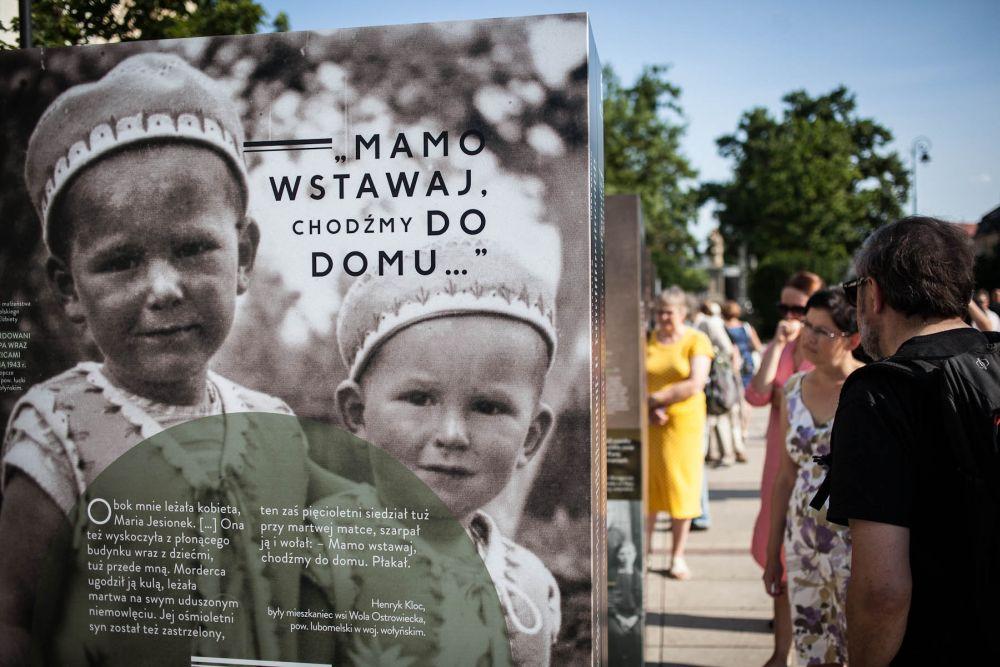 Odsloniecie-wystawy-IPN-o-Zbrodni-Wolynskiej,-10.07.2013-r.,-fot.-Piotr-GAJEWSKI-IPN
