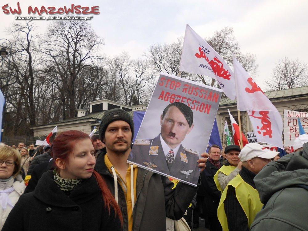 """Pikieta """"Solidarności"""" przed ambasadą Rosji w Warszawie"""