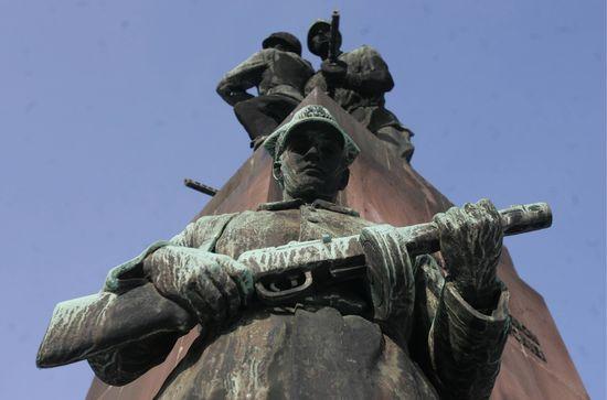 Pomnik 4 śpiących