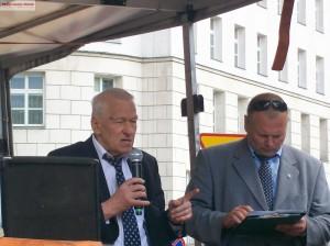 Żądamy uchwalenia  11 Lipca Dniem Pamięci Ofiar Ludobójstwa na Kresach. Fotorelacja Andrzeja Szrajnera z manifestacji pod Sejmem w dniu 7 lipca_021