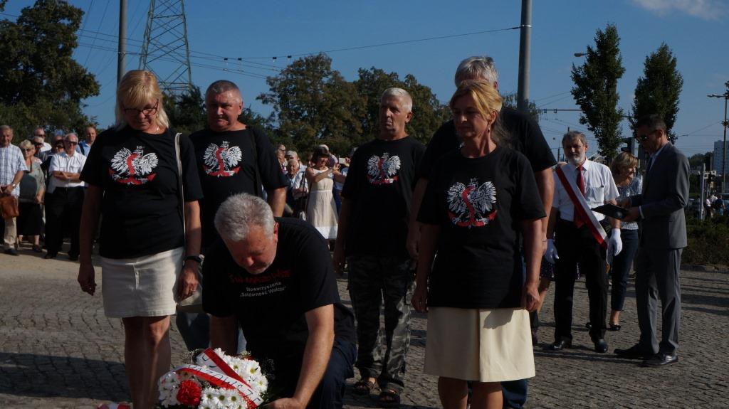 uroczystosci-przy-Gdynskim-pomniku-Poleglych-Stoczniowcow-2