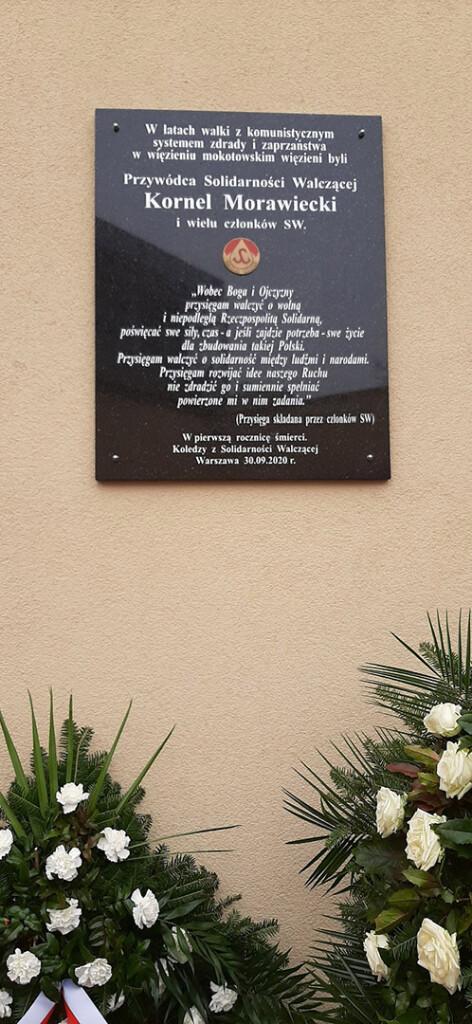 Odsloniecie-tablicy- pamiatkowej-poswieconej Kornelowi-Morawieckiemu-3
