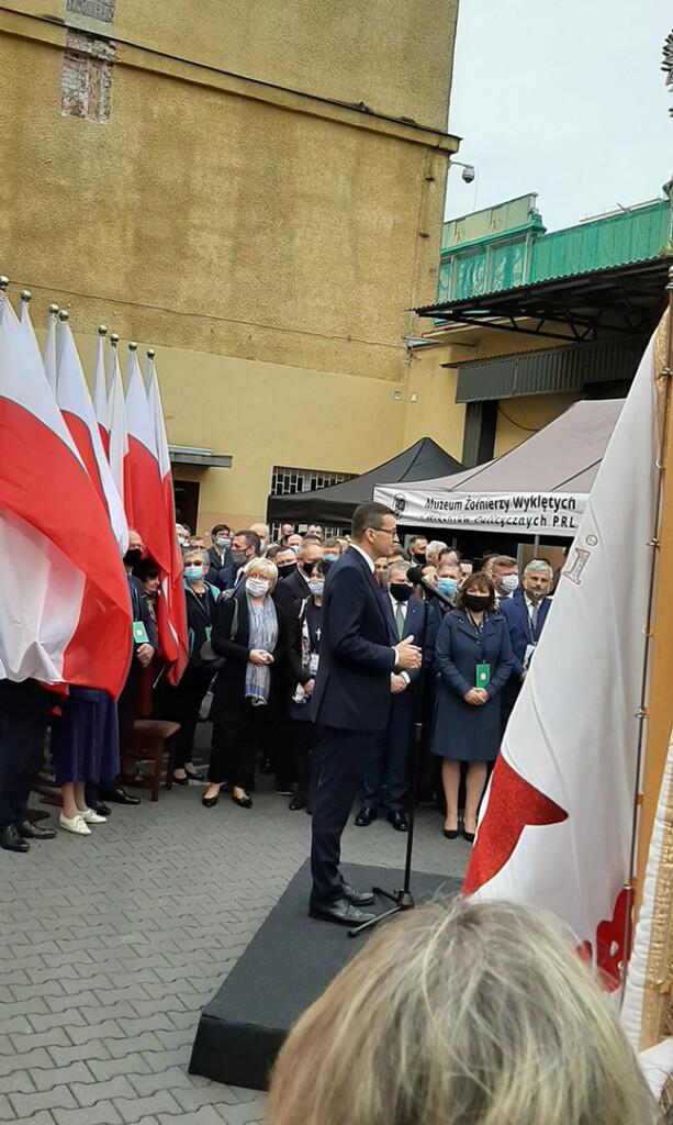 Odsloniecie-tablicy- pamiatkowej-poswieconej Kornelowi-Morawieckiemu-2